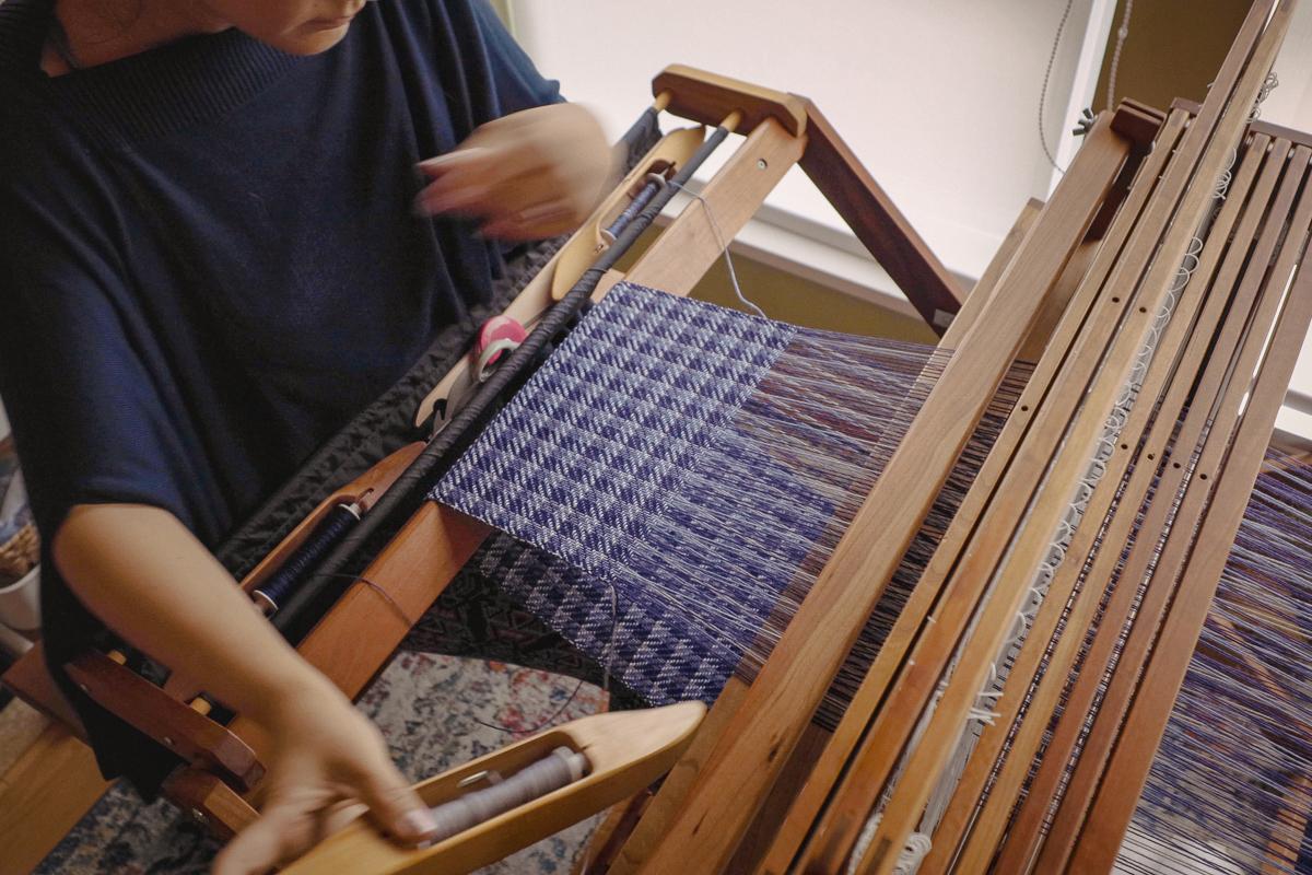 Weaving with Multiple Weft Shuttles